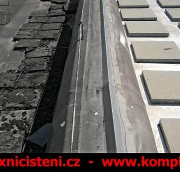 Čištění a opravy střešního pláště